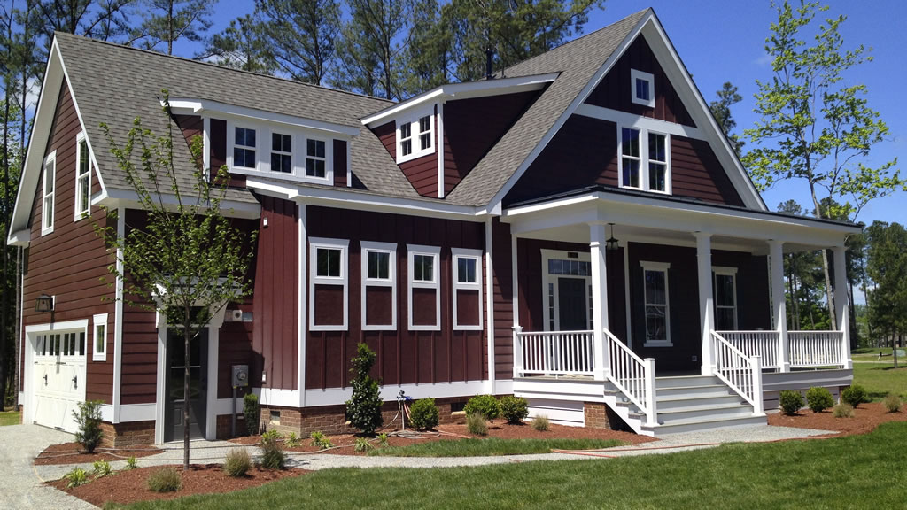 Of red to choose from theres no need to stick to the classics if your tastes lie elsewhere this craftsman style home uses a rich burgundy red siding